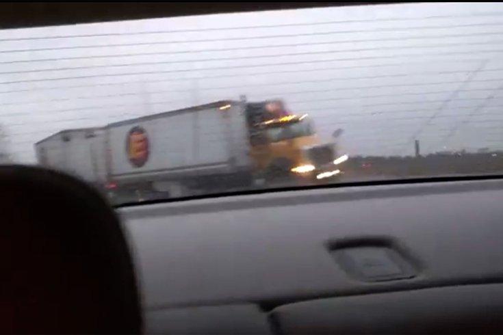 nj turnpike driver captures truck catapulting over metal median phillyvoice. Black Bedroom Furniture Sets. Home Design Ideas