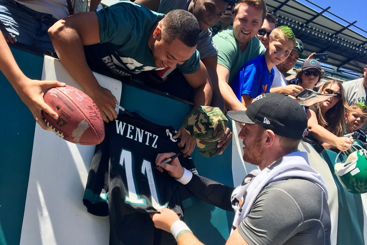 073017_Eagles-open-practice-Wentz