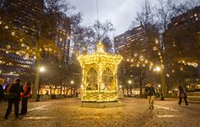 Stock_Carroll - Holiday Decorations in Philadelphia