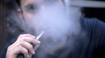 11092015_e_cigarette_smoking_iS