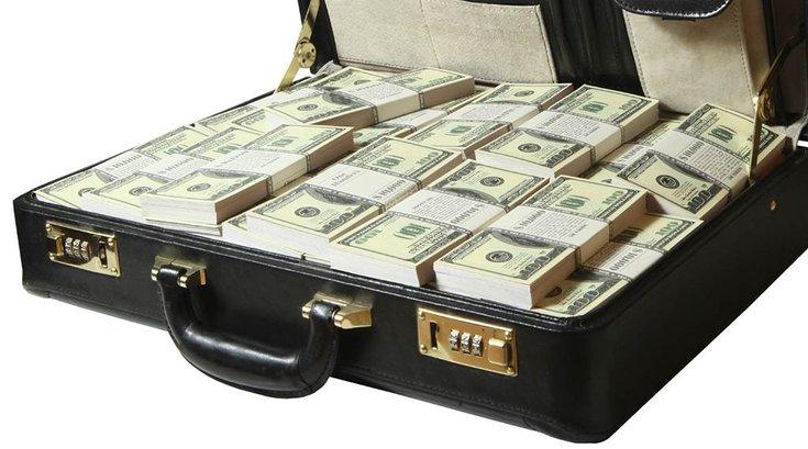 11102015_suitcase_money_iStock