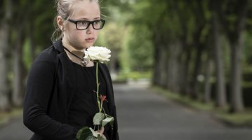 11122015_child_at_funeral_iStock