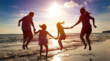 11142016_family_travel_beach_istock