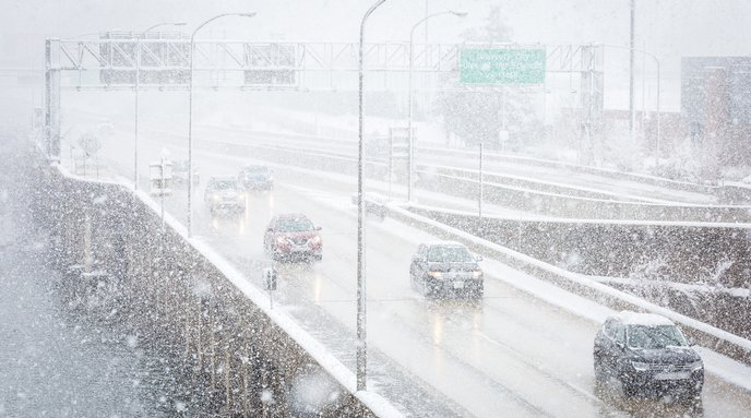 Carroll- Vehicles on I-76 in snowy weather