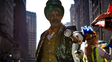 2017 mummer parade pointing