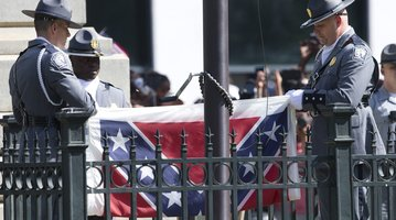 Confederate Flag Removed 2