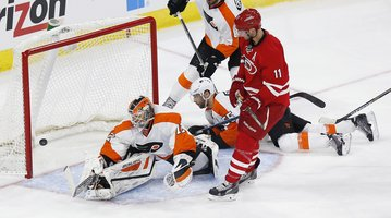 022415_Flyers-Hurricanes_AP