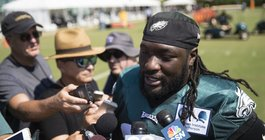 082117_Eagles-Blount_AP