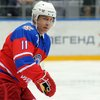 020417_Putin-hockey_AP