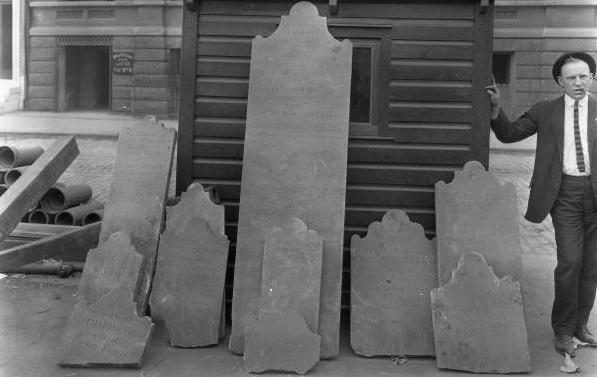 Franklin_Square_Tombstones