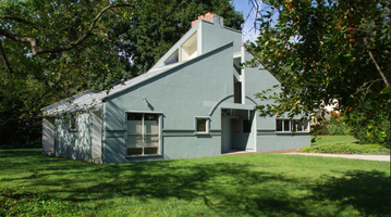 Vanna Venturi house outside