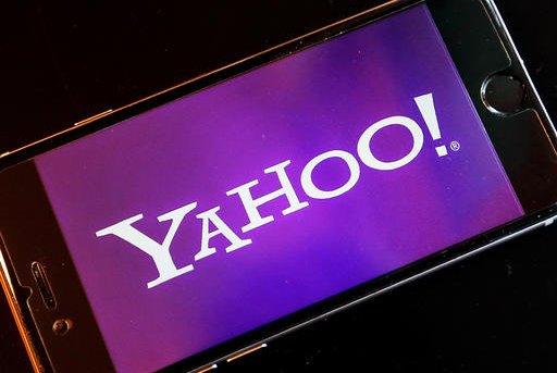 Yahoo Tweet Typo